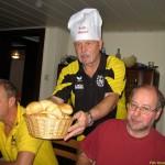 im_bungalow_gibt_es_nur_einen_chef_welcher_den_hut_auf_hat_20120219_1453457320